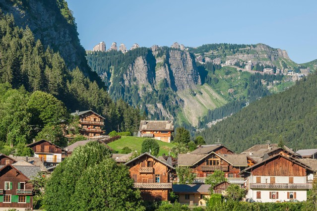 Morzine-springtime-france-conde-nast-traveller-23jan15-alamy__639x426